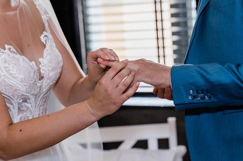 Maak de mooiste dag van je leven compleet met de sieraden & horloges van Heunen Juweliers.